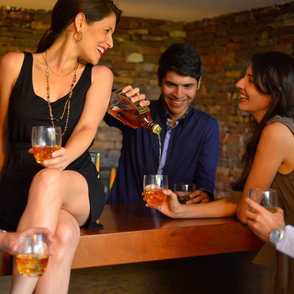 Reunirse con los amigos es una celebración #ActitudSomething http://t.co/QZthOzagpV