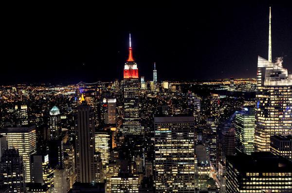 #NYC @EmpireStateBldg lit BIG RED and white to kick off #Cornell150 celebration tonight http://t.co/UckEoOQsHA