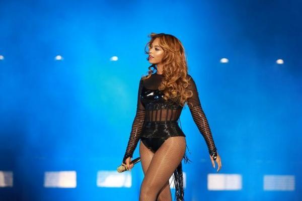 #OnTheRunTour Hier, Beyoncé et Jay-Z ont enflammé le Stade de France pendant 2h30 de show >>http://t.co/2YpbxQTzLo http://t.co/Aw0iHyFxuE