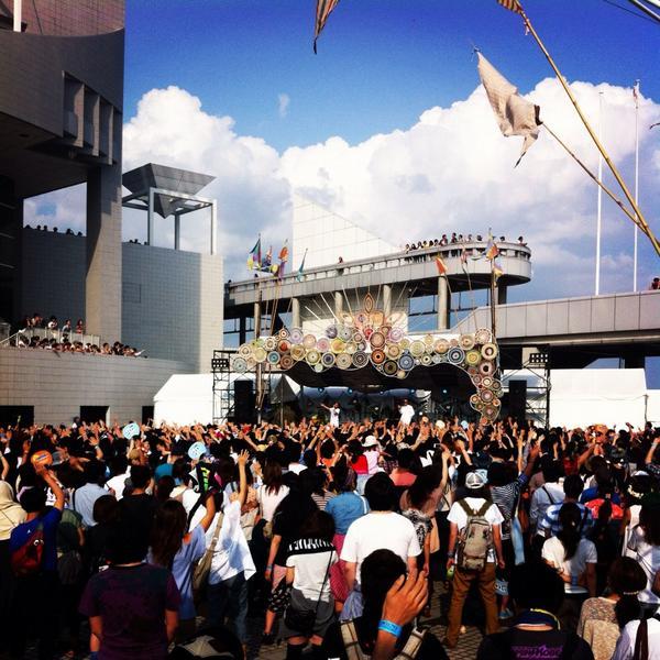 拡散希望【明日はこれ!旅祭】「旅」をテーマに髙橋歩やEXILEのUSAさん等様々なアーティストが集うフェス!4階OTRブースではオリジナルグッズやフェアトレード商品を販売♬是非お立ち寄りを!http://t.co/zpNTLzS7xM http://t.co/fs9ad5XSHX