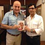 My friend & director Rajesh Sethi has written a small but soulful book about his mentor Yash Chopra 'YASHJI'.:) http://t.co/yT2qtRdPGw