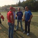 Coaches staan nog even na te praten na thriller DSC - @CKVNieuwerkerk, uitslag 26-25 http://t.co/Ni4NmnJ1rD
