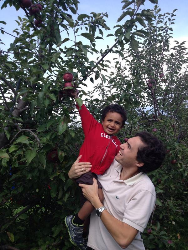 """@AnujaDeSilva: Exploring local fall fun with Apple picking! #tmom #familytravel #fall http://t.co/7qsWE3d91h"" Fun! :)"