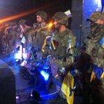 Харьков. На бойцах, приехавших из АТО очень много украинской символики http://t.co/W83UEHlQOw