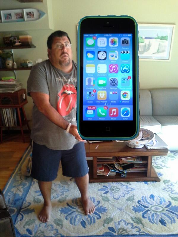 I got my #iPhone6Plus. I don't think it's too big http://t.co/6kj95z4yjk