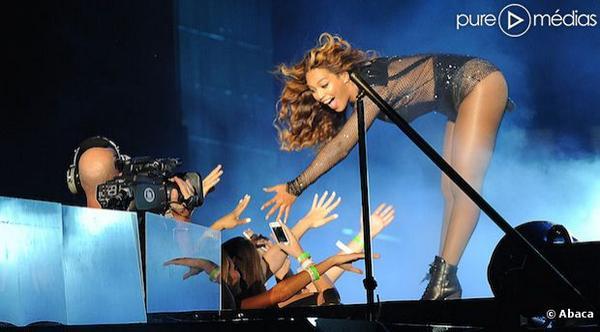 Beyoncé prise en flagrant délit de playback au Stade de France http://t.co/r37UyImQwG http://t.co/T3p9ttxB7z