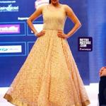 RT @PriyaManiWeb: [Picture] 2/8  *Kannada Queen @priyamani6 looked Stunning in her Golden printed outfit * #cochinfashionweek http://t.co/o…