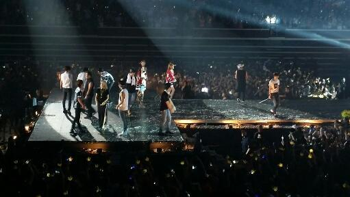 It's a wonderful finale with #YGFamily singing #GangnamStyle http://t.co/hfmcXRIHRH