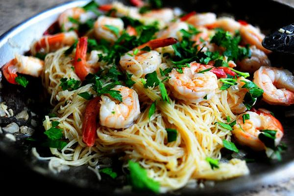 Shrimp Scampi is coming up next on the show. Winey, garlicky, shrimpy…and delicious-y! http://t.co/euk8bMFxDS