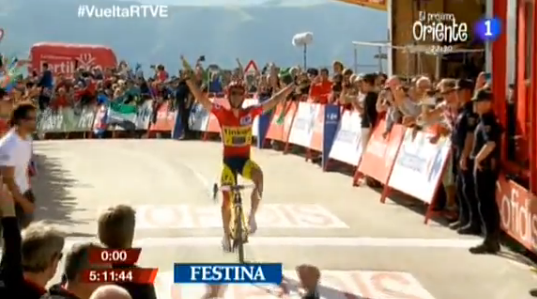 ¡Contador se hace con la victoria! ¡Impresionante lo del corredor español! http://t.co/lL2ce29PrZ #VueltaRTVE http://t.co/D0M4oqTgvR