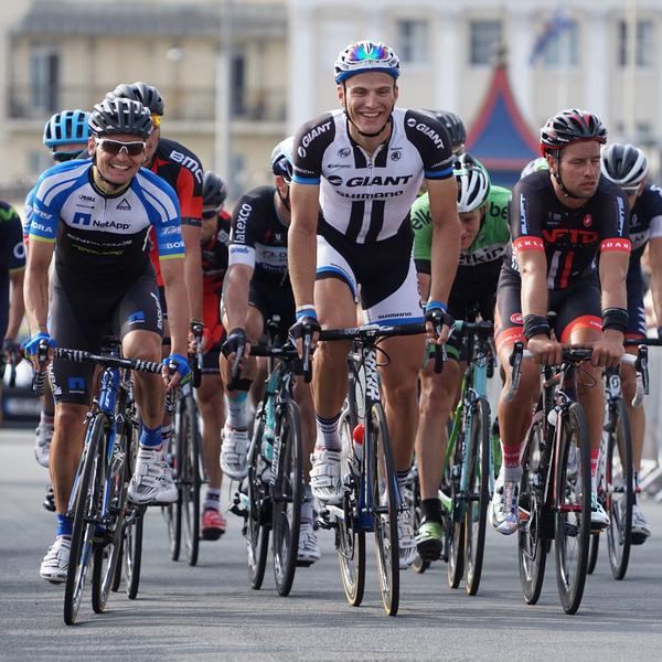 Smiles all-round as @marcelkittel leads a group on the final stretch of #tob2014 in Brighton today! Shot w Sony A6k. http://t.co/uT7kjj9Rru