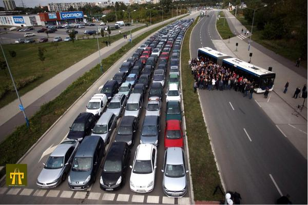 essay about cars and buses Task 2: public transport and cars by sui the rising levels of congestion and air pollution found in most of the world cities can be attributed directly to the.