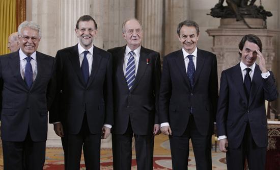 """La deuda pública española alcanza 1.012.000.000.000 euros ¡Gracias! ¡Sin vosotros no hubiera sido posible! http://t.co/mJ3Ffnmnl8"""""""