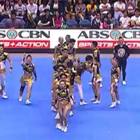 If they can kiss in the middle of a cheerdance competition performance texing me first shouldnt be that hard @crushie http://t.co/3osP9OPSGj