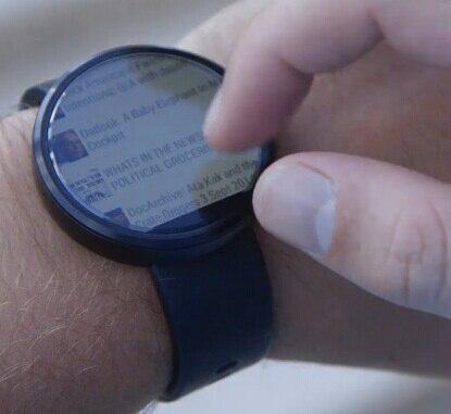 你们管这样的MOTO 360定位为「最好看的智能手表」?圆形表盘确实在显示传统手表界面的时候好看,但根本就无法展示信息。什么,你们就为了看时间不为了看信息?那买智能手表不是折腾么?另外下面的黑条我就不吐槽了。。。 http://t.co/bwtHQn0HNV