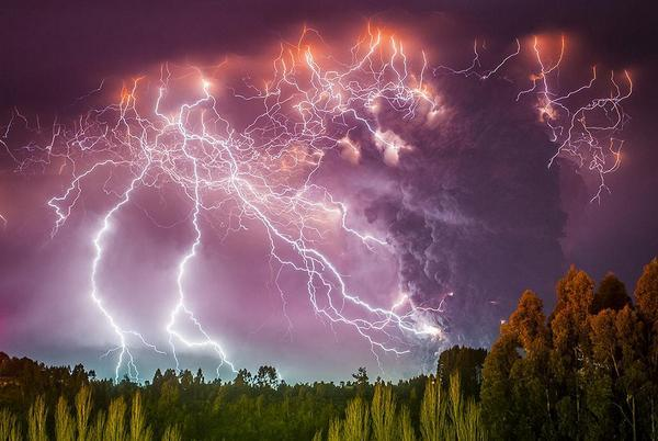 Volcano eruption in Chile, photo by Francisco Nagroni: http://t.co/fCvS7antO9
