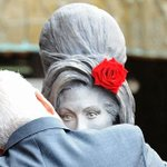 RT @eonline: Amy Winehouse got a statue on what wouldve been her 31st birthday. This is her dad http://t.co/ivQtd7etGS http://t.co/TnkLE3RF2n