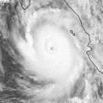RT @metmex: Avión caza huracanes está dentro del huracán #Odile, encontró una presión mínima de 924Mb y vientos de 225km/h. http://t.co/0Gz8kEtjwx