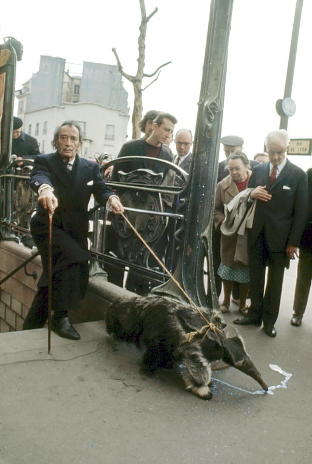 Salvador Dali walking his anteater in Paris like a boss. http://t.co/c53L971vRP
