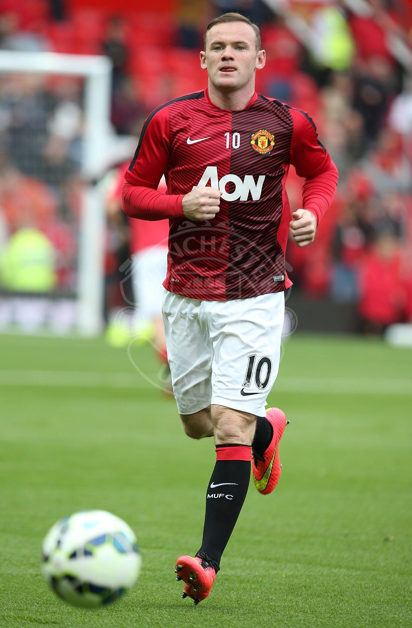 PIC: Wayne Rooney and the rest of the United players have been on the pitch warming up ahead of kick-off. #MUFClive http://t.co/mLe8FTg0GL