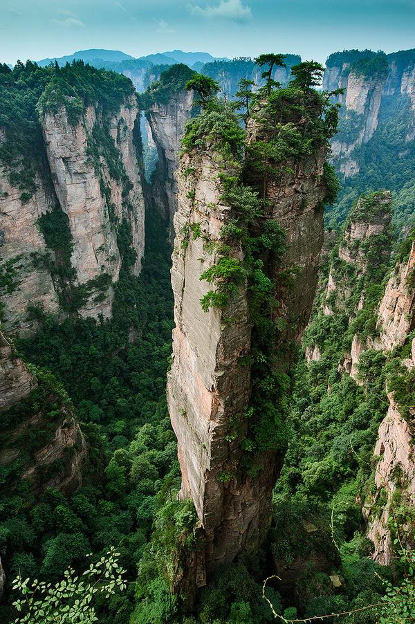 The Split Pinnacle in Hunnan, China. http://t.co/uyHwgZrU2K