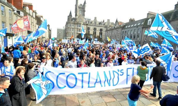 More than 1,000 Yes supporters turn out for Aberdeen city centre rally http://t.co/nars81n2ZS #indyref http://t.co/HQyETck7be