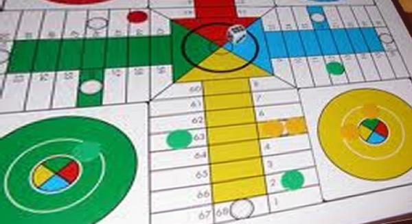 Ocho jóvenes, multados por jugar al parchís en la calle http://t.co/4Gg8AsgAs8 http://t.co/GP8ZHbqQ28