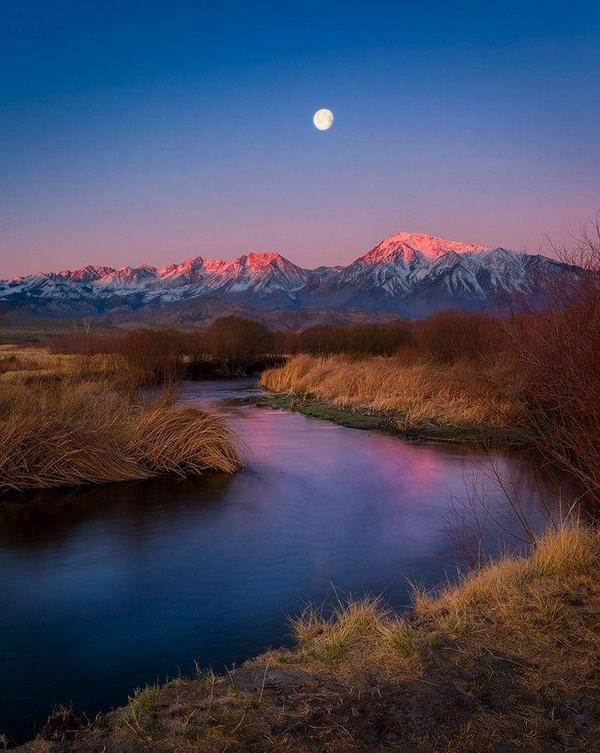 نهر اوينس في كاليفورنيا ..  #غرد_بصورة  #أروع_الصور  - http://t.co/7QJqz3xylN