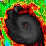 Huracán #Odile de Cat 3 con vientos de 205km/h a 225km al SSE de Cabo San Lucas. Se espera sea Cat 4 nuevamente. http://t.co/IyCXBCn3PU