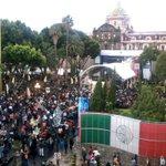 Lleno el Zócalo de #Puebla para el concierto de @liladowns, puedes escucharlo a través de @PueblaFMmx. #CelebraPuebla http://t.co/GNRZjcRk00