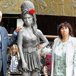 Amy Winehouse statue unveiled in London http://t.co/YJRt46QxqT http://t.co/BK5EuAGiSG