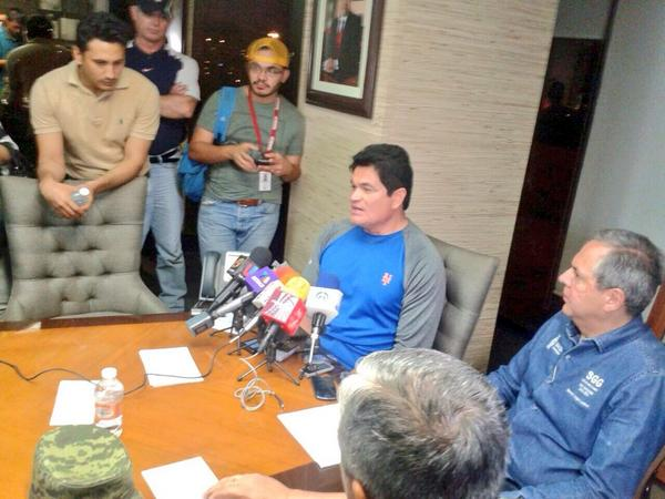 Por precaución decidimos en el Consejo Estatal de Protección Civil suspender clases en todo el Estado #Odile #Sinaloa http://t.co/MA9RYHnIiw