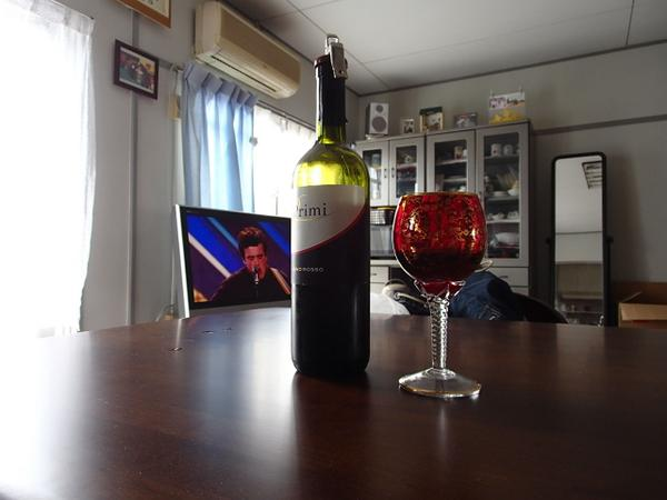 I'm drinking Italian Wine with my favorit glass, cooking, and watching X-factor.  \(^∇^)/What a happy life!!♪ http://t.co/pMGd7UYNVZ