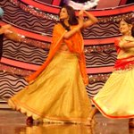 RT @PriyaManiWeb: [Unseen Pictures] 6/9  @priyamani6 Dancing with @99Neerav  on the sets of #D4Dance..Dola re Dola re ;-) http://t.co/JPNmF…