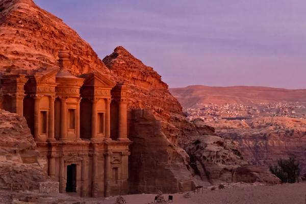 Places we'd rather be on a Monday: 1) Exploring the ancient city of Petra, #Jordan #ttot http://t.co/EULR7MTQte