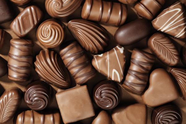 ผลวิจัยทานช๊อคโกแลตเป็นประจำจะมีอายุยืนกว่าคนทั่วไป เพราะในช๊อคโกแล๊ตมีสารโพลีฟีนอลช่วยต้าอนุมูลอิสระ ป้องกันโรคหัวใจ http://t.co/8W2I39Azco