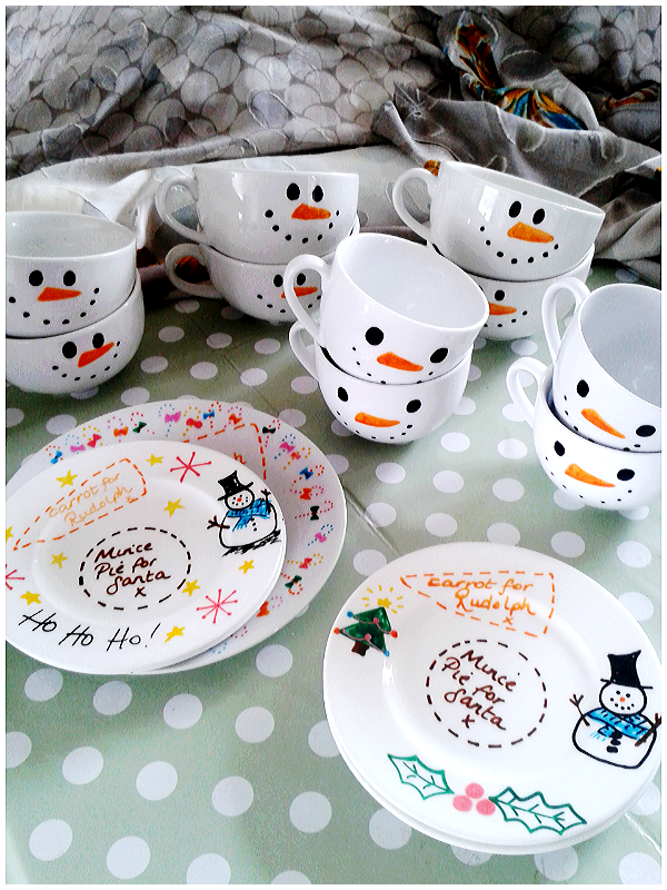 Feeling #festive with these #christmas #crafts. Hot chocolate with the works in a #snowman mug? Yes Please! ☆ http://t.co/09xsOAo09Y