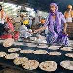 RT @JamilaHanan: #Muslims #Sikhs #Hindus cooking together for the victims of #KashmirFloods #JKfloods #India http://t.co/RjcPBV8dv7 http://t.co/zkcUzvQhKr
