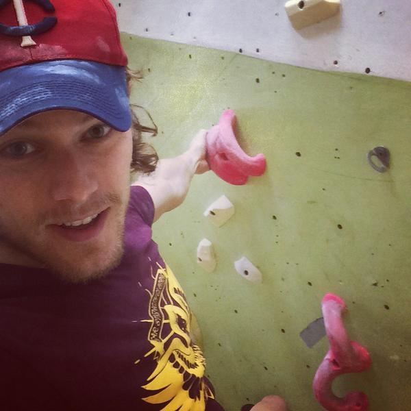 Sam Heughan (@Heughan): Hoping the @BearStrength t shirt stops me from falling!!!  #climbing #TeamBearStrength http://t.co/Ni90lsxm4N