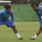 RT @ESPNmx: GALERÍA: Aquí las imágenes de Ronaldinho en su primer entrenamiento como Gallo --> http://t.co/nIKoBkoEZT http://t.co/d2qn1yqBqr