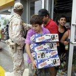 FOTOGALERÍA: Tras impacto del huracán #Odile en Los Cabos, personas saquearon tiendas dañadas http://t.co/YcE62wX4P7 http://t.co/MbrNZQkUmI