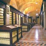 Si pasáis por #Sevillahoy visitad el Archivo de Indias para ver el Tratado de Tordesillas protagonista de #isabel28 http://t.co/xKWyA6QLqo
