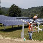 RT @thinkprogress: Duke Energy commits to largest solar farm east of Mississippi http://t.co/BUQyvYiALB http://t.co/P3ycA7p96J