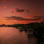 RT @_Paisajes_: Dos torres. Sencillamente impresionante. #TorrePelli #Sevillahoy @hani7up http://t.co/1cNZRlQ9GT