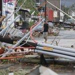 """""""@metmex: Destrucción en las calles de Los Cabos, Baja California Sur, por el paso dle huracán Odile. http://t.co/rb8gS55N0W"""""""