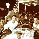 Cenando con mis hermanos @JorgeKandel @VbVitorbarbosa5 con unas vistas bonitas en Triana #BuenasNoches http://t.co/ace97C91EY