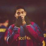 RT @MotivacionesF: C.Ronaldo hace que ames al Real Madrid Messi hace que ames al Barcelona Pero Ronaldinho hace que ames al fútbol. http://t.co/pIJgt2iZIx