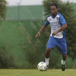Ronaldinho cumple su primer entrenamiento con Querétaro (vía @Club_Queretaro) #FutbolTD http://t.co/M6XxQKdNZw