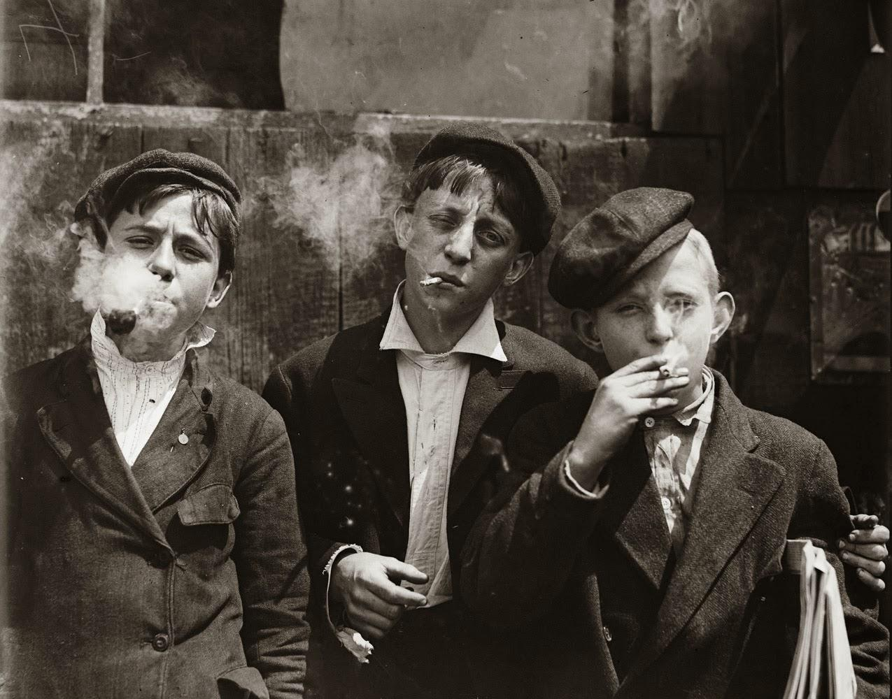 Child laborers, newsboys smoking cigarettes, 1910 http://t.co/2AMpcTRI7A