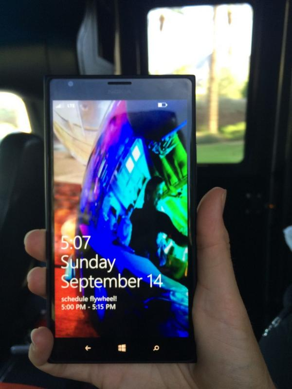 Trying out the Nokia Lumia 1520 this week (Microsoft gave me one to demo). Can't believe I'm saying this but love it. http://t.co/ailU4Tg36B